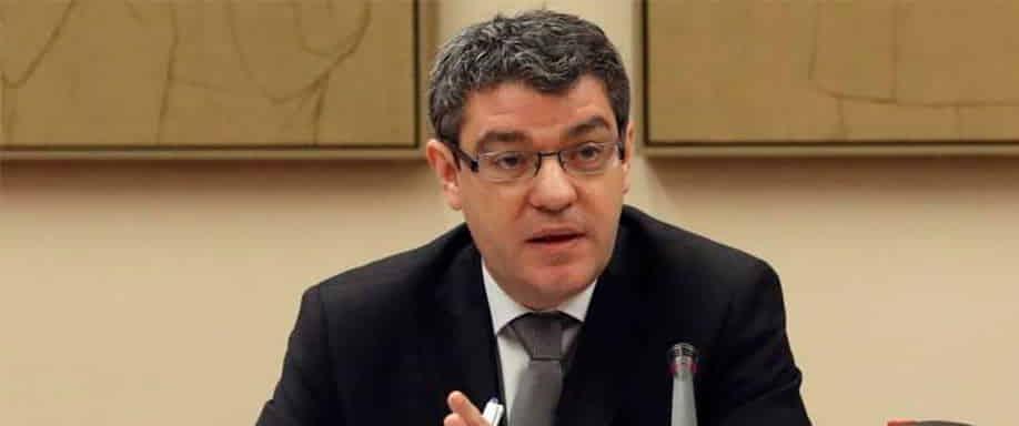 El Ministro de Energía Álvaro Nadal justifica el apoyo a energía nuclear y al carbón