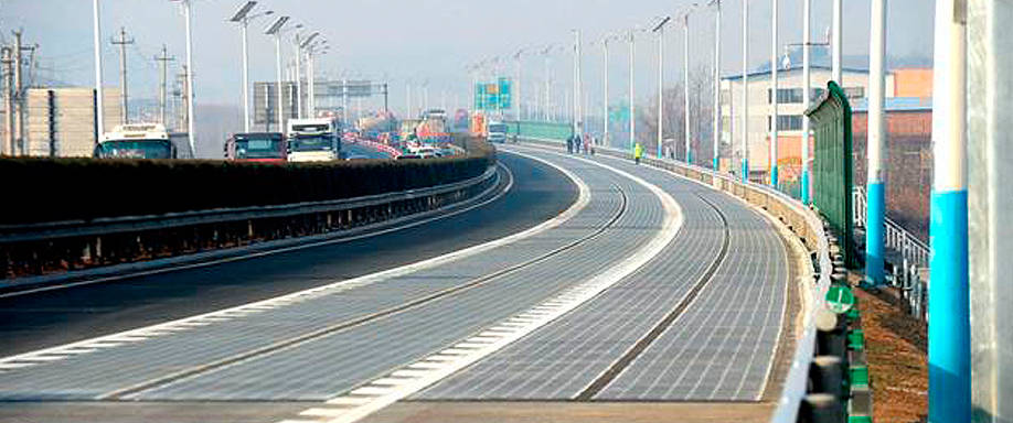 China construye una autovía con paneles solares que genera electricidad