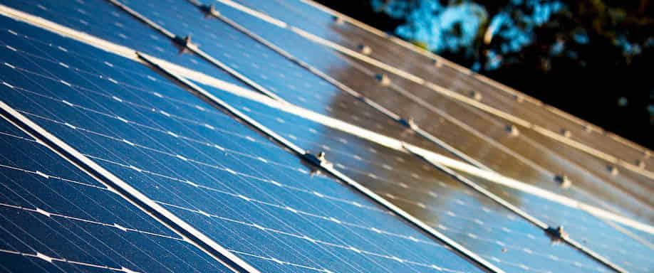 España e India firman un acuerdo de colaboración para la promoción de la energía solar