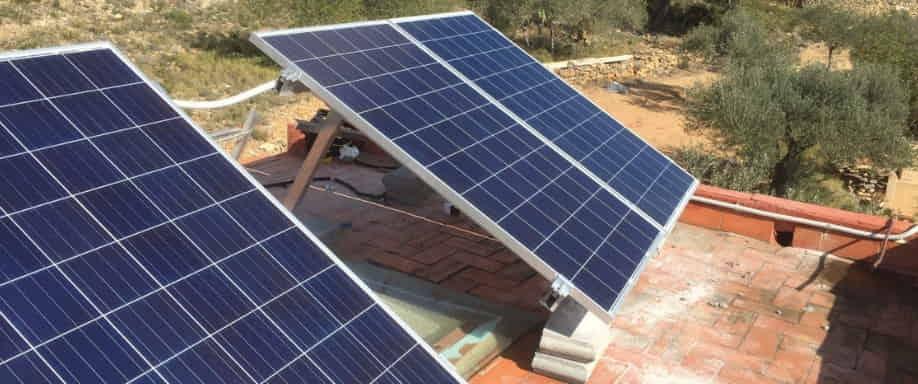 Instalación solar fotovoltaica en un municipio de Barcelona