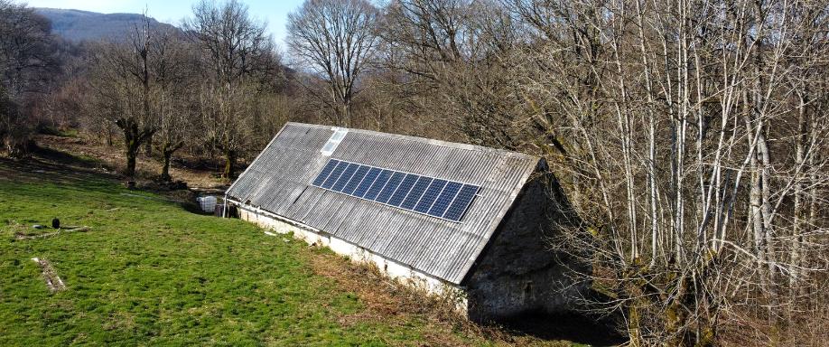 Instalación solar en la Selva de Irati