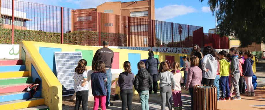 Alumnos y alumnas del CEIP Jaume I de Catarroja aprenden sobre energía solar
