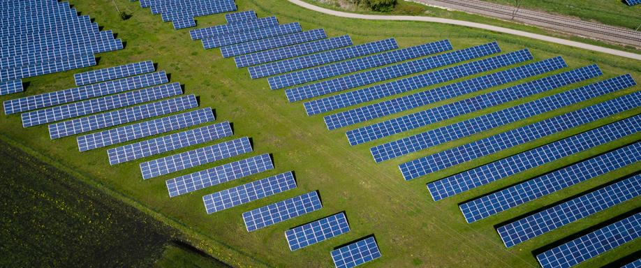 La producción fotovoltaica y eólica alcanzan sus máximos en España