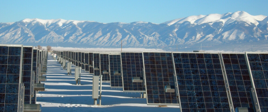 El rendimiento de las placas solares en la nieve