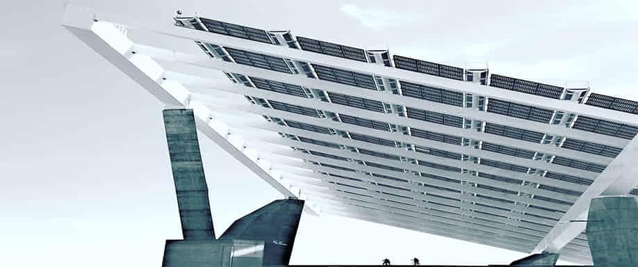 ¿Son resistentes los paneles solares a impactos como el granizo o pequeños objetos?